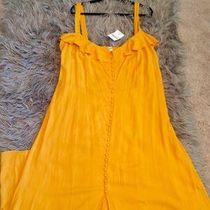 Maxi yellow flouncy dress